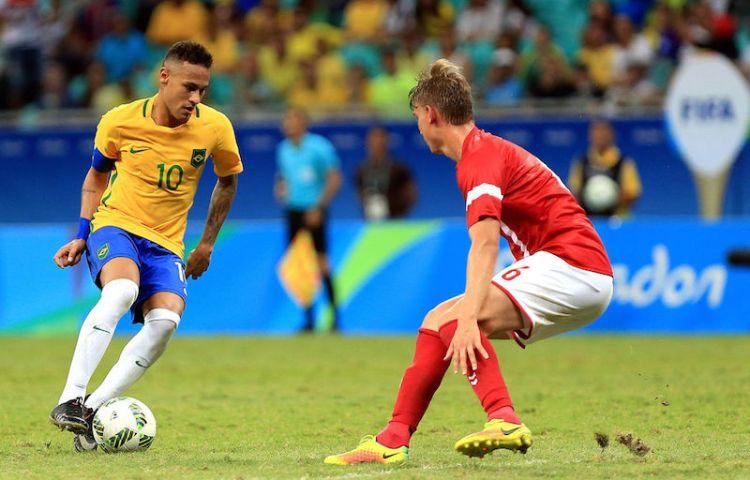 2016-09-16-neymar-inside-02
